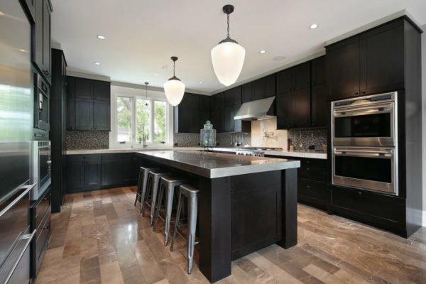 ideas-combinar-los-colores-la-cocina-cocina-negra