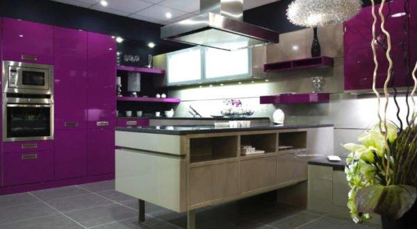 ideas-combinar-los-colores-la-cocina-cocina-purpura-y-crudo