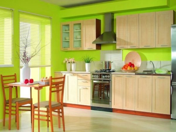 ideas-combinar-los-colores-la-cocina-cocina-verde-intenso-con-madera