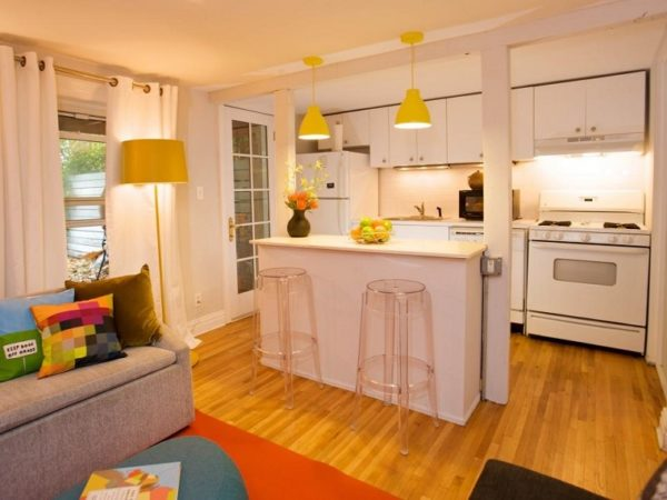 mas-50-fotos-cocinas-pequenas-modernas-2016-cocina-blanca-con-barra-para-dividir-ambiente