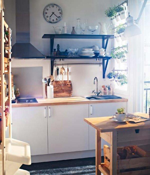 mas-50-fotos-cocinas-pequenas-modernas-2016-cocina-blanco-negro-con-elementos-de-madera