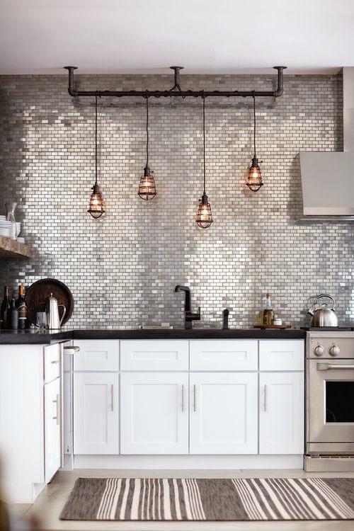 mas-50-fotos-cocinas-pequenas-modernas-2016-cocina-con-pared-metalizada