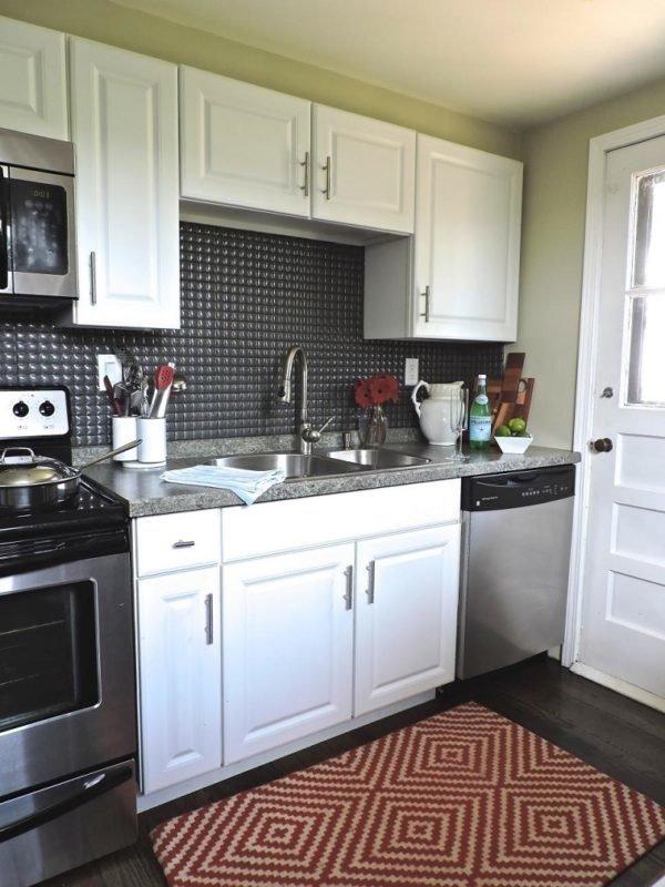mas-50-fotos-cocinas-pequenas-modernas-2016-cocina-con-pared-negra