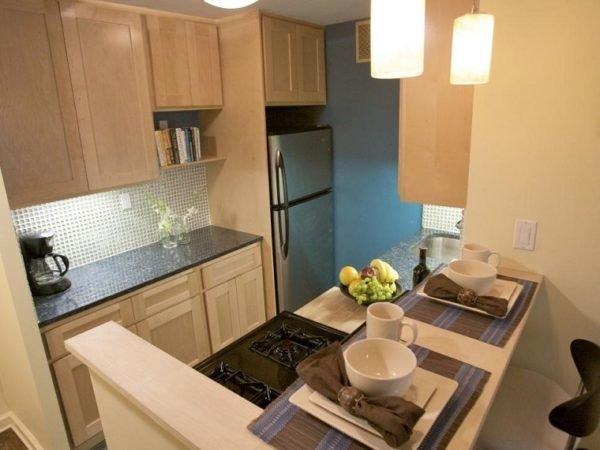 mas-50-fotos-cocinas-pequenas-modernas-2016-cocina-con-paredes-azul-y-beige