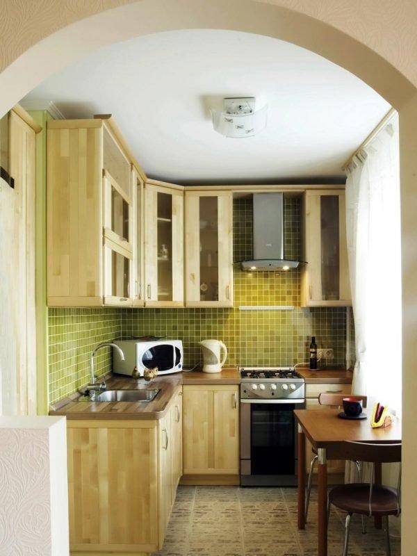 mas-50-fotos-cocinas-pequenas-modernas-2016-cocina-con-paredes-verde-muebles-de-madera