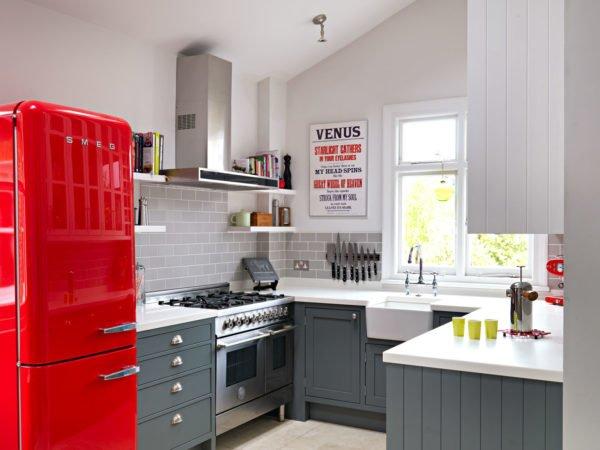 mas-50-fotos-cocinas-pequenas-modernas-2016-cocina-estilo-moderno-nevera-roja