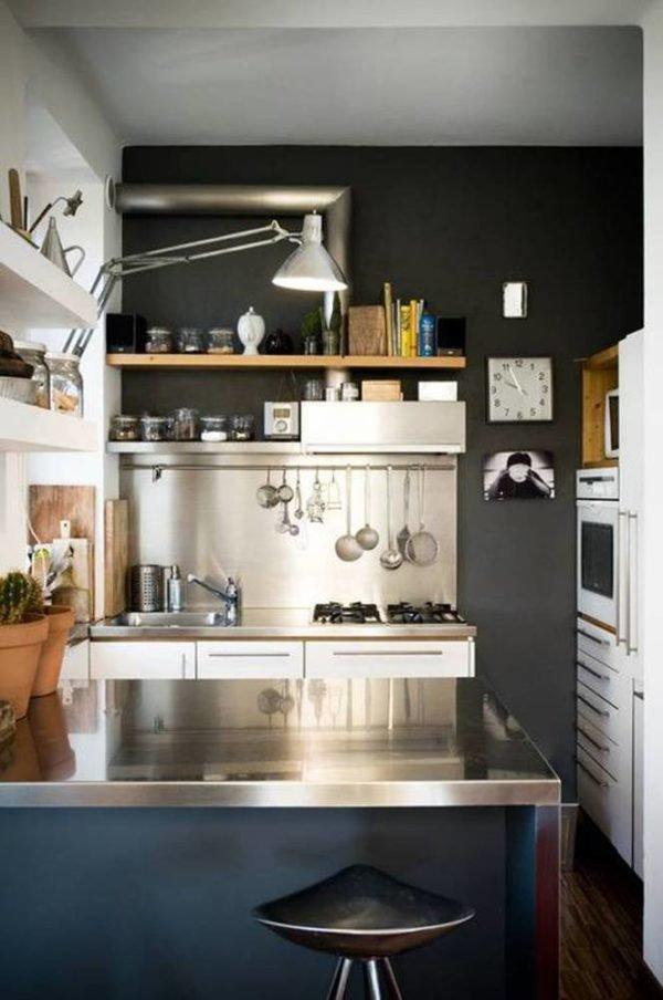 mas-50-fotos-cocinas-pequenas-modernas-2016-cocina-metalizada-con-pared-negra