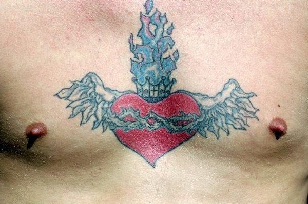 Tatuajes de coronas pecho