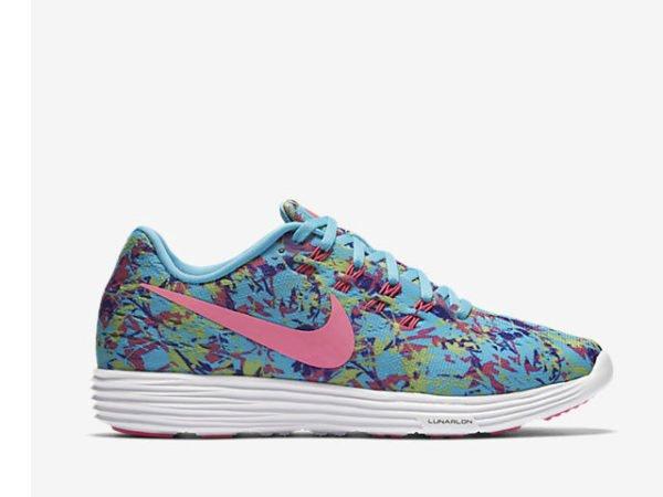 catalogo-ropa-deportiva-mujer-nike-verano-2016-zapatillas-azules