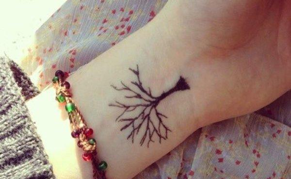 los-mejores-tatuajes-pequeños-mujeres-arbol