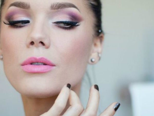 maquillaje-ojos-negros-maquillaje-de-día-tonos-rosas