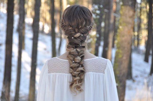 peinados-con-trenzas-con-toques-brillantes