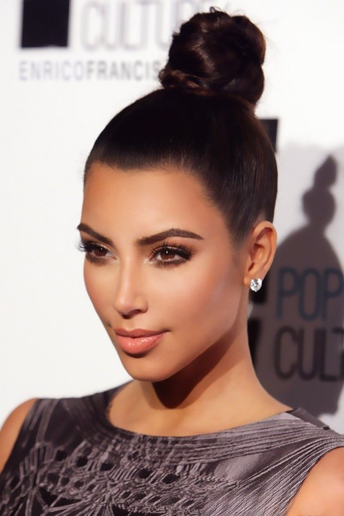 peinados-de-fiesta-recogido-alto-kim-kardashian