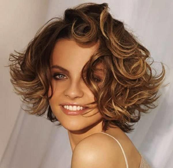 peinados-de-media-melena-para-primavera-verano-2016-media-melena-rizada