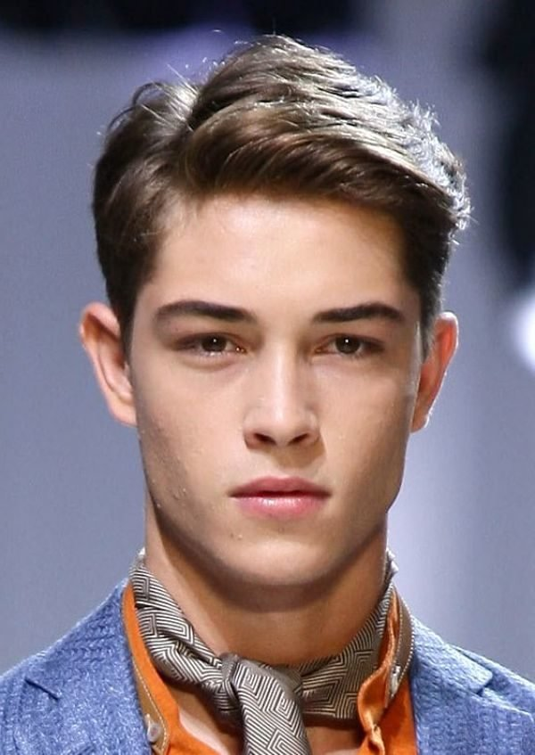 peinados-hombre-peinado-raya-lado-moderno