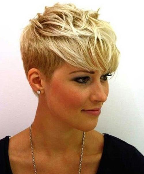 peinados-pelo-corto-flequillo-hacia-delante