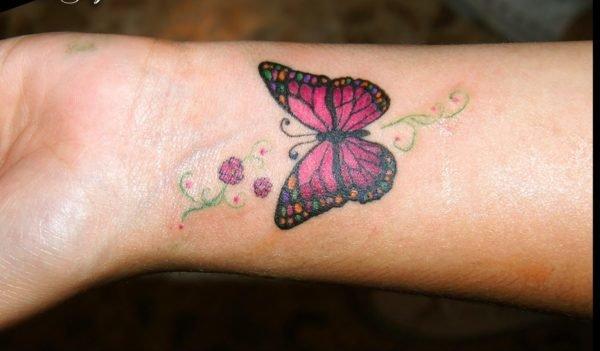 tatuaje-muneca-mariposa