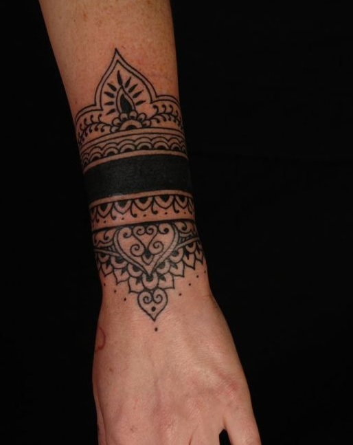 tatuajes-muñeca-tribal-negro-hobre
