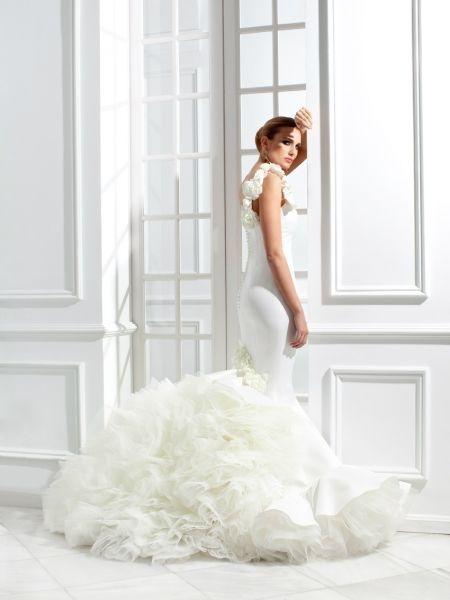 vestidos-de-novia-gitana-cola-de-tul