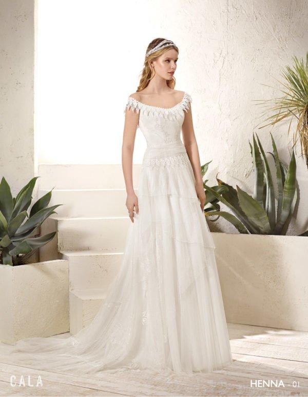 vestidos-de-novia-ibicencos-corona-escote