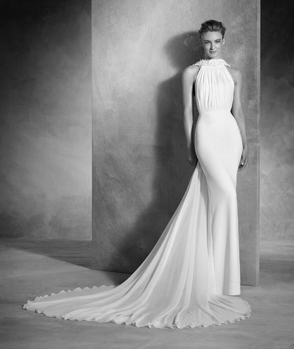 vestidos-de-novia-pronovias-otono-invierno-2017-escote-cortinilla