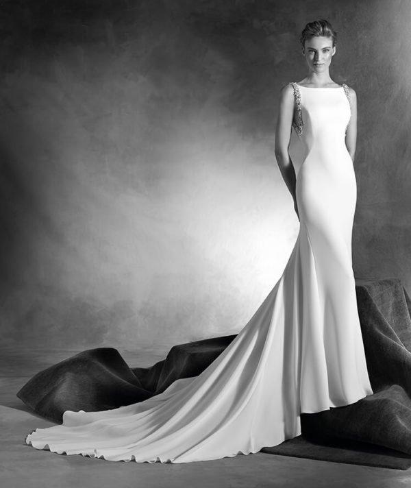 vestidos-de-novia-pronovias-otono-invierno-2017-tiras-brillantes-brazos