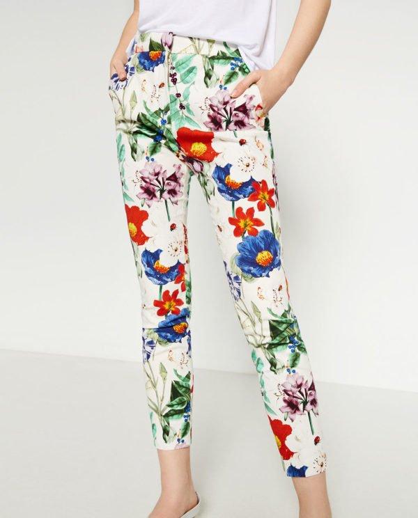 zara-pantalones-pitillo-estampado-flores