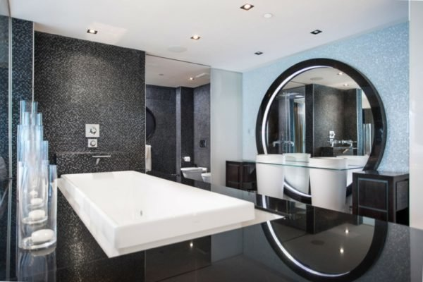 baños-modernos-grandes-blanco-y-negro