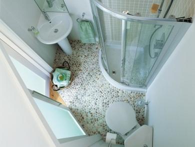 baños-modernos-pequeños-suelo-de-piedra