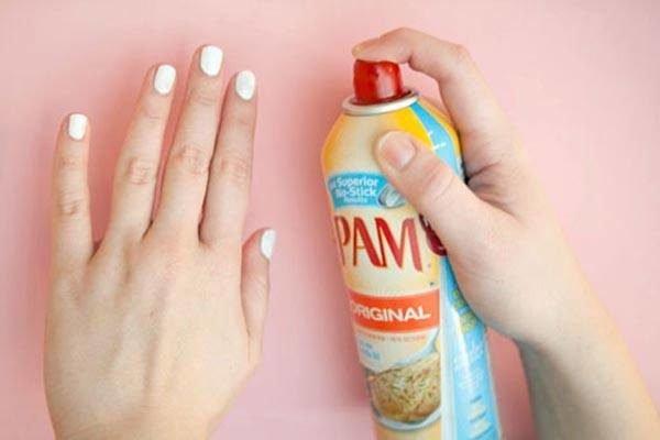 como-pintarse-las-unas-spray-aceite
