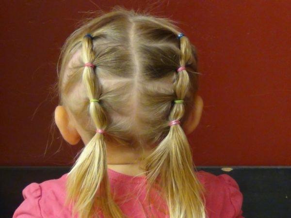 Nena de cabello corto se deja coger en el suelo - 3 1