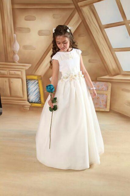vestidos-de-comunion-diferentes-romantico-3