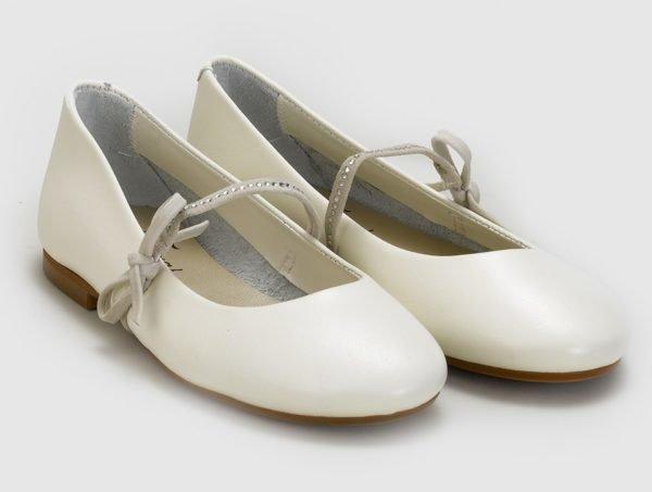vestidos-de-comunion-el-corte-ingles-nina-zapato-beige-lazos