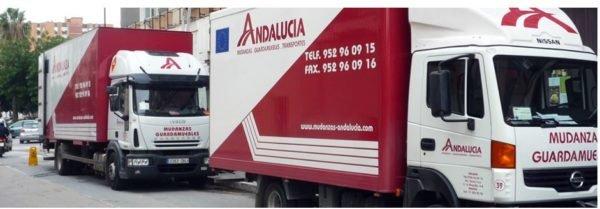 empaquetar-cosas-mudanza-camiones