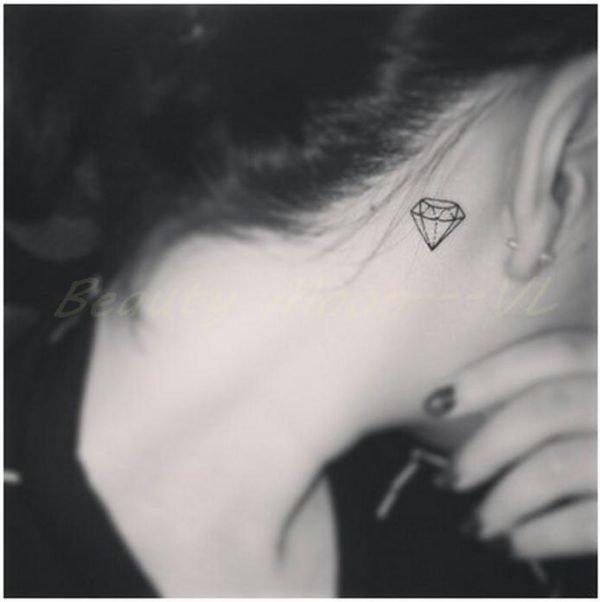 tattoos-small-for-women-diamonds-neck