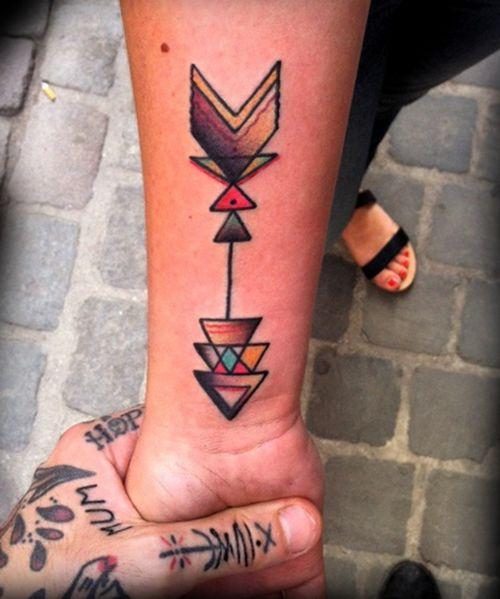 tatuajes-pequenos-para-mujeres-flechas-colores