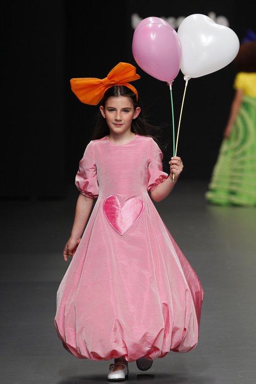 vestidos-de-comunion-diferentes-agatha-ruiz-vestido-rosa-bombom