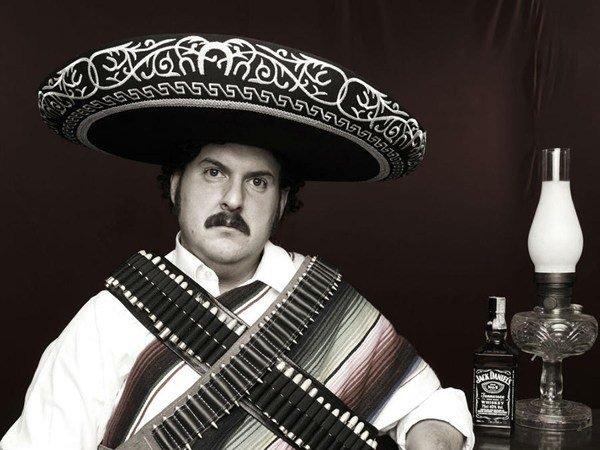 disfraz-pablo-escobar-colombiano-armado