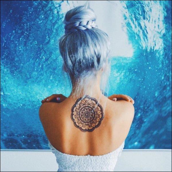 tatuajes-mandalas-para-mujeres-pelo-azul