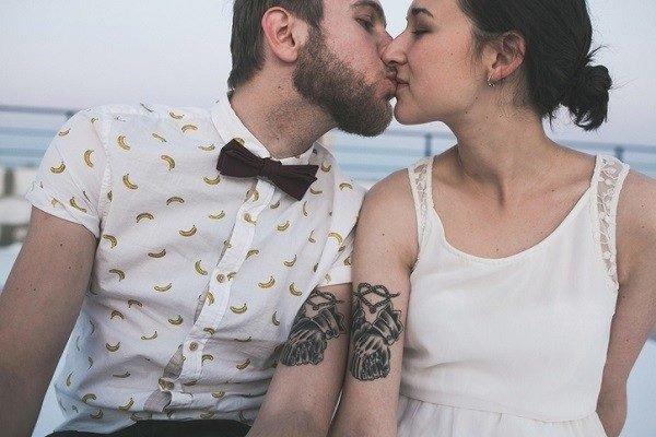 Tatuajes para parejas manos corazon