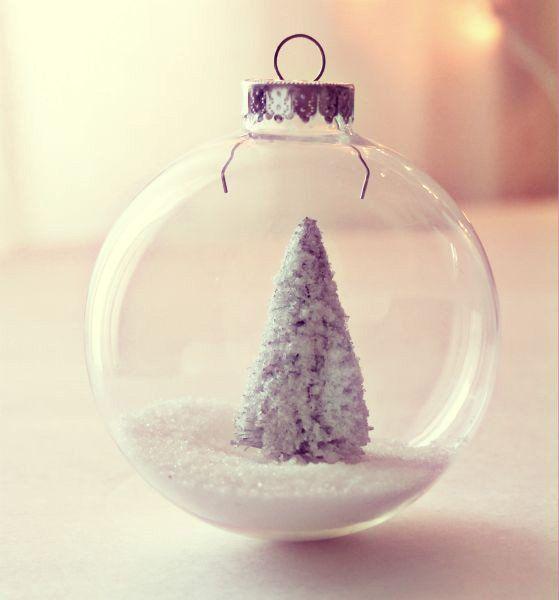 bola-de-navidad-de-cristal-nieve