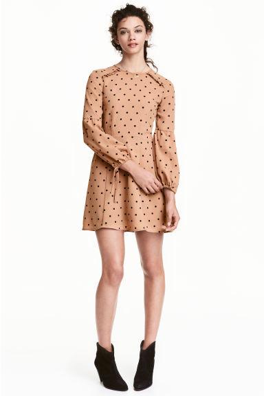 b9106aefa90 catalogo-hym-mujer-primavera-verano-2017-vestidos-retro.jpeg