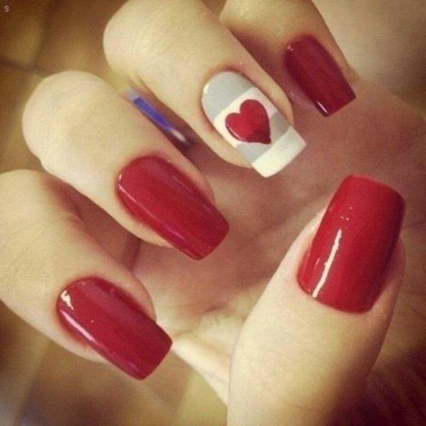unas-decoradas-para-el-dia-de-san-valentin-corazones-solo-en-una