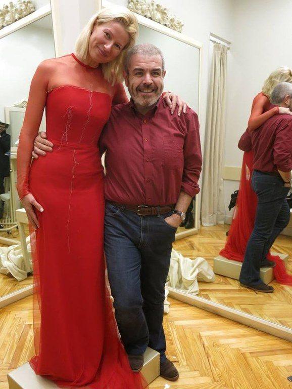 vestidos-de-las-presentadoras-en-las-campanadas-anne-igartiburu-anos-anteriores-rojo