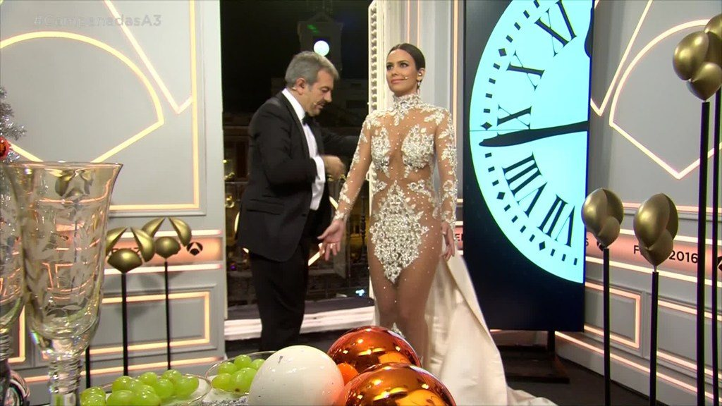 vestidos-de-las-presentadoras-en-las-campanadas-cristina-pedroche-polemica