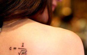 Tatuajes de signos matématicos
