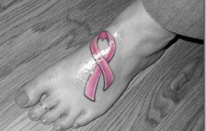 Tatuajes del simbolo de cancer de mama