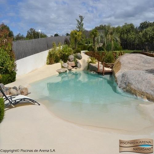 Construcci n de piscinas en el jard n for Construccion piscinas naturales
