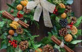 Adornar la puerta de calle en navidad