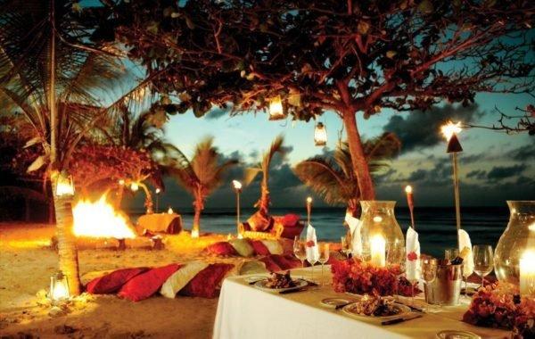 Las mejores ideas para decorar una cena rom ntica al aire for El jardin romantico